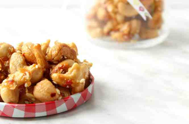 Sweet and Spicy Roasted Cashews with Honey & Ginger!