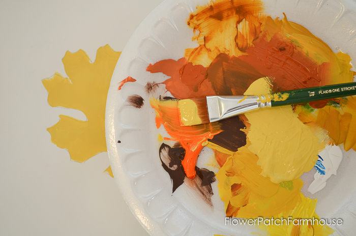 Paint Fall Oak Leaves, make Fall signs, create great Autumn DIY decor or just have fun with the kids painting fall crafts. Oak leaves are easy enough for everyone.