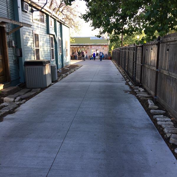 visit to Fredericksburg Texas, alley to burgers