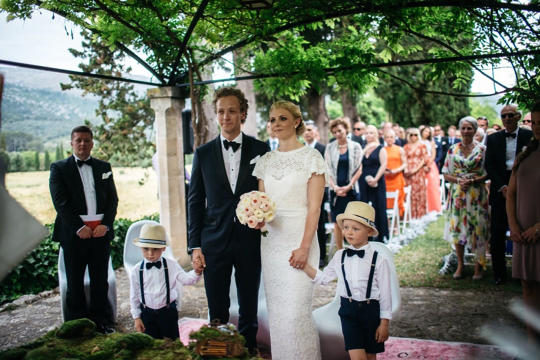 Es Fangar silver, white and black wedding