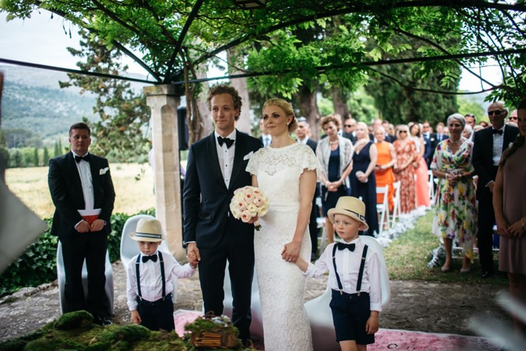 Es Fangar silver, white and black wedding (10)
