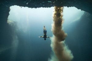adam-stern-dives-down-into-the-blue-hole