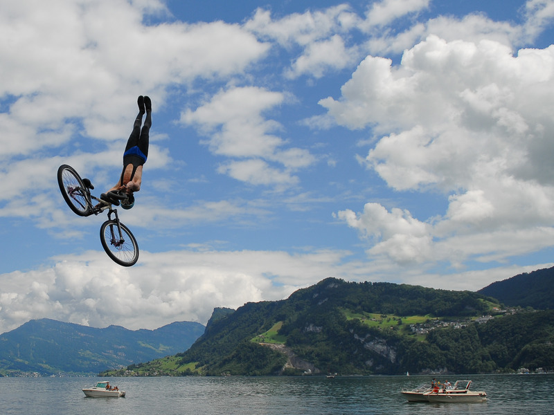 lake-jump-hergiswil-handstand.jpg
