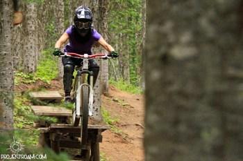 mtb girl jump downhill frau lady