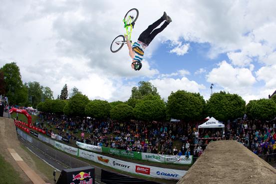 Bike Days Solothurn – da wo Profis wie Sam Pilgrim durch den Schanzengraben fliegen und 23'000 Besucher aktiv teilnehmen. (Bild: Michael Suter)