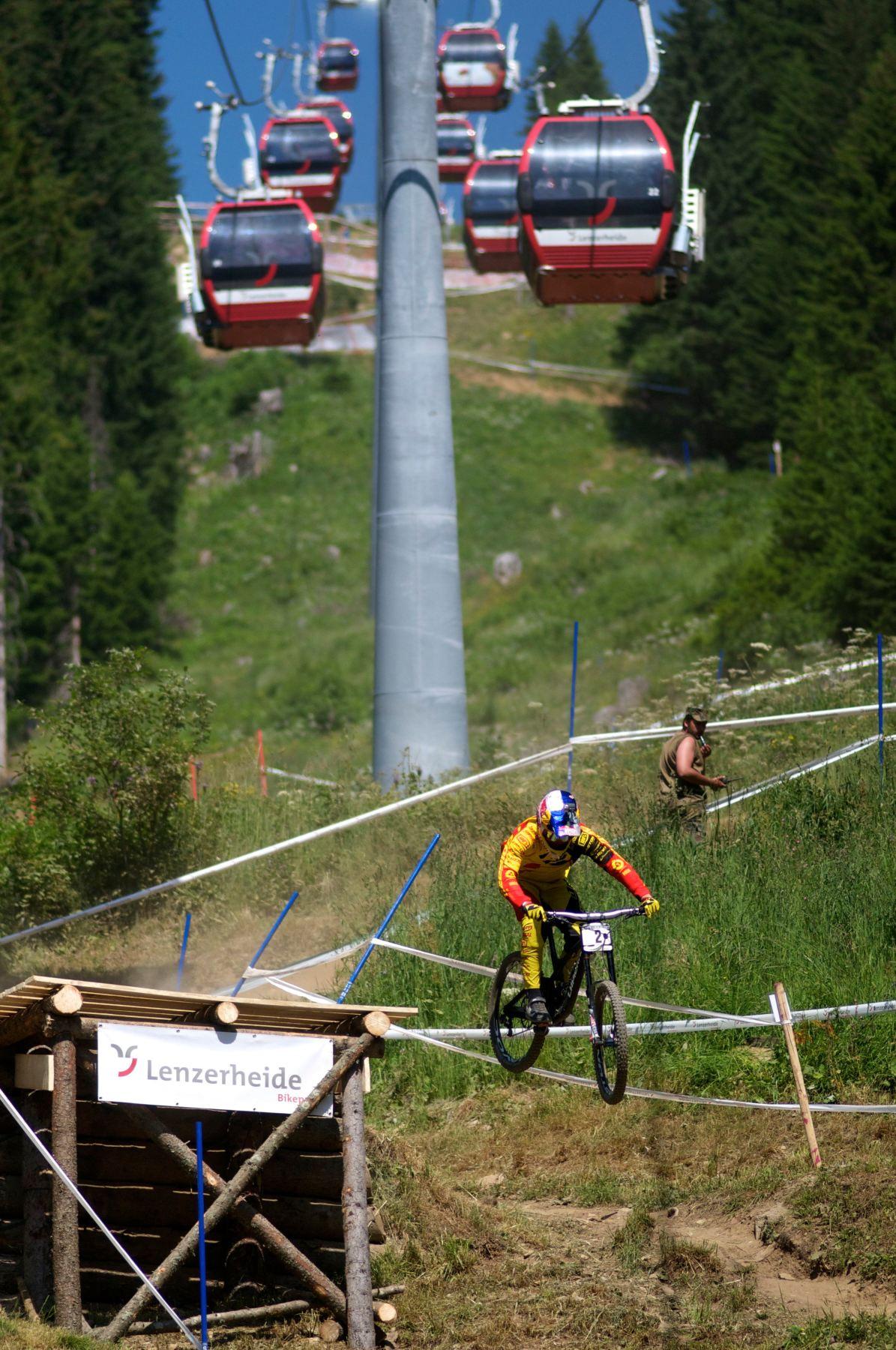 loic bruni uci downhill lenzerheide 2015 drop