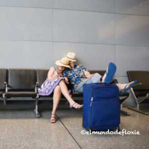 airport-couple