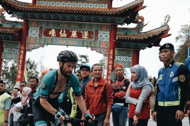 Winner of the Tour de Taiwan, Johnny Clarke, ascends Genting. ©Kwee Jin
