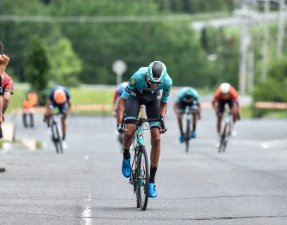 Robin Plamondon sprinting to 2nd at the Canadian Crit Championship © canadiancyclist.com
