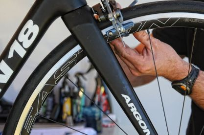 Setting up one of the rider's home/training Argon 18 bikes. ©VeloImages