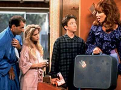 10 sitcoms 90s learn english