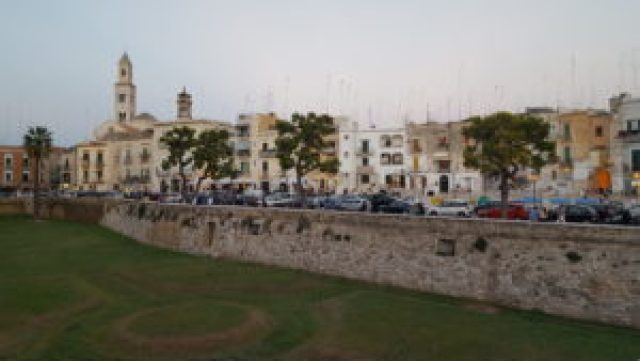 Vistas a la ciudad vieja desde el Castillo de Bari