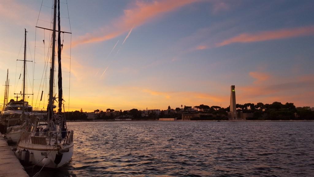 Atardecer en puerto de Brindisi