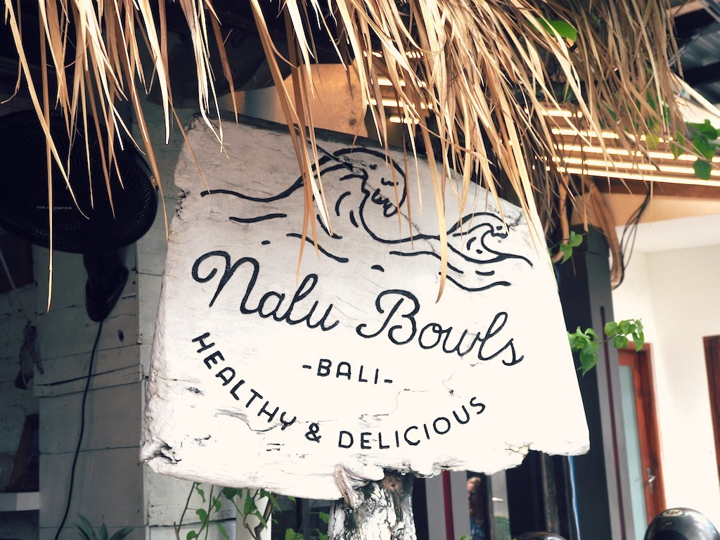 Nalu Bowls smoothie bow sign