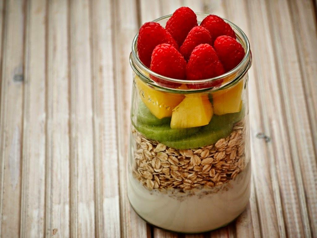 Overnight oats met vers fruit gezond havermout ontbijt