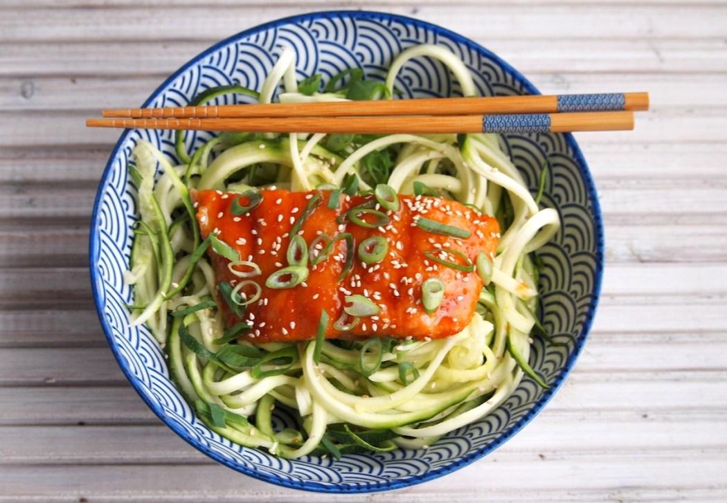 Aziatische Zalm uit de oven met courgette noodles