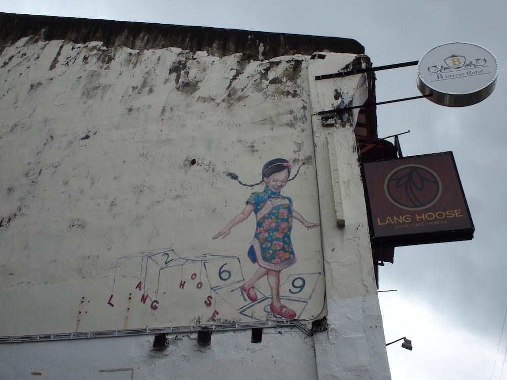 Street art Penang meisje met vlechtjes