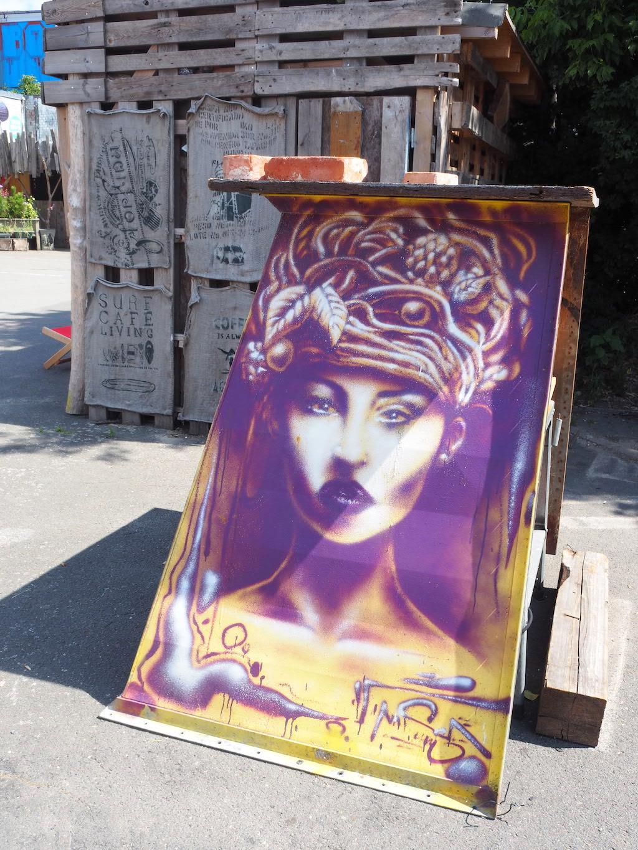 Teufelsberg Berlijn Streetart vrouw