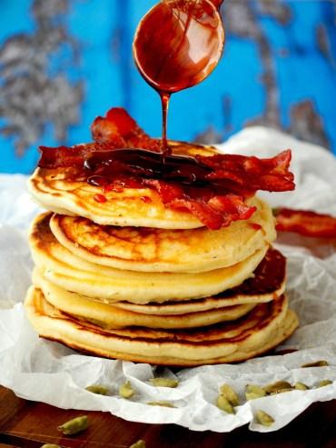 Kardamom pancakes met spek en stroop