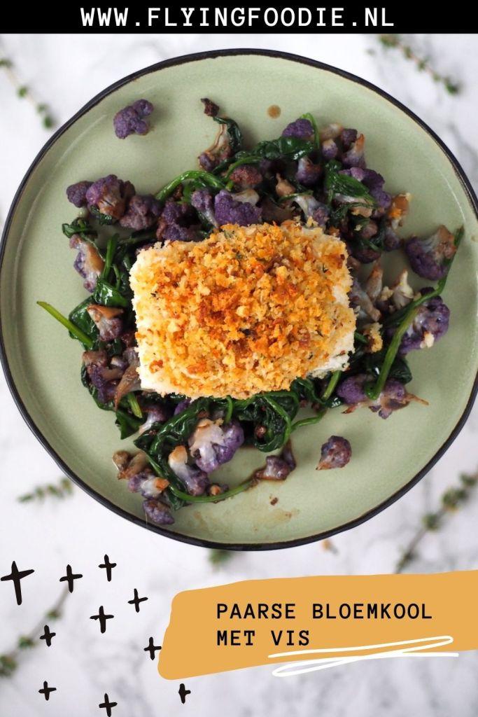 Paarse bloemkool met spinazie en vis pin