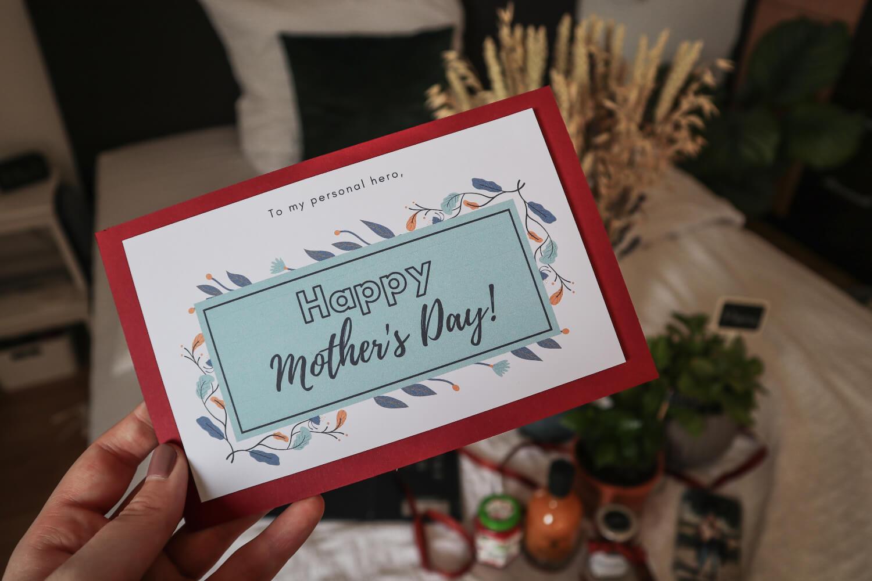 Blogbeitrag: GESCHENKIDEEN zum Muttertag, das Bild zeigt eine selbst gestaltete Karte zum Muttertag