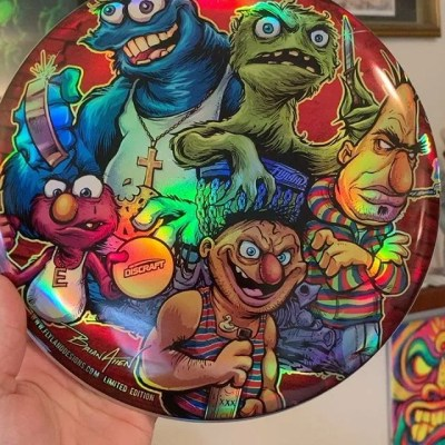 Happy to share my new Sesame Street Gang metallic foil disc is finally shipping out - thanks for your patience! Let me know if you're intersted in grabbing one of the few remanining of the limited edition.https://www.flylanddesigns.com/custom-illustrated-disc-golf-disc/#sesamestreet #sesamestreetparody #discgolf #frisbeegolf #discraftdiscs #teamdiscraft #discraft #disc