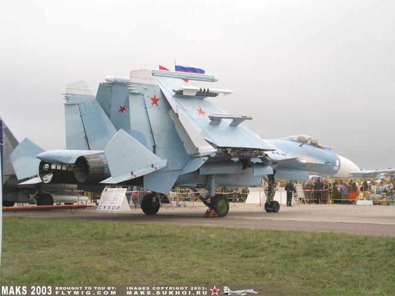 Sukhoi 33 en una feria de aeronáutica, exposición estática