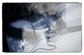 Gitarrenbilder mit Stroboskop–No. 4    Foto: Ulf Cronenberg, Würzburg
