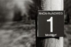 Wegschild in der Rhön // © Ulf Cronenberg, Würzburg