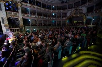 Publikum im Markgrafentheater Erlangen // Foto: © Ulf Cronenberg