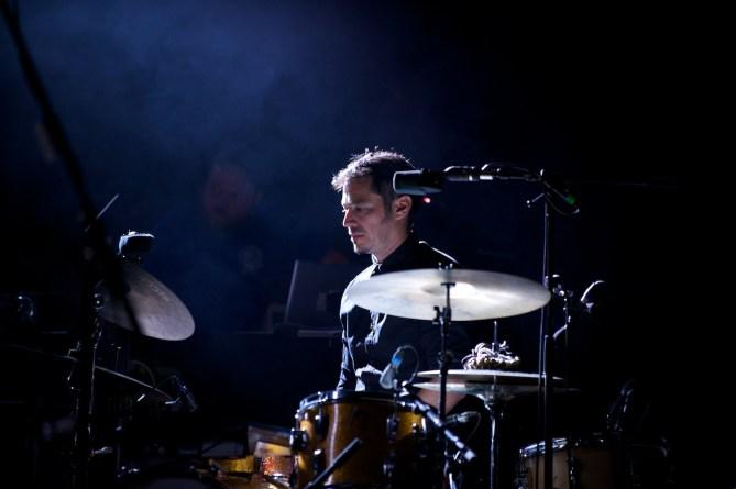 Schlagzeuger Alberto Malo; Sophie Hunger, Würzburger Hafensommer 2013 // Foto: © Ulf Cronenberg, Würzburg