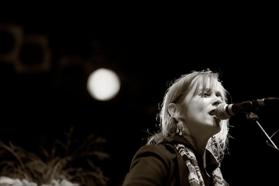 Konzertfotos von Suzanne Vega– Würzburger Hafensommer 2011