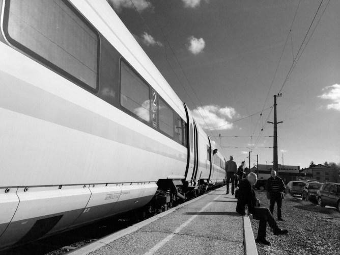 Warten am Bahnhof No. 1 || Foto: © Ulf Cronenberg