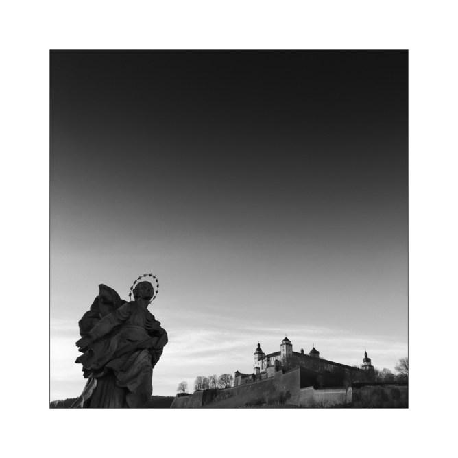 Würzburg No. 9 – Heiliger auf der Alten Mainbrücke || Foto: Ulf Cronenberg, Würzburg