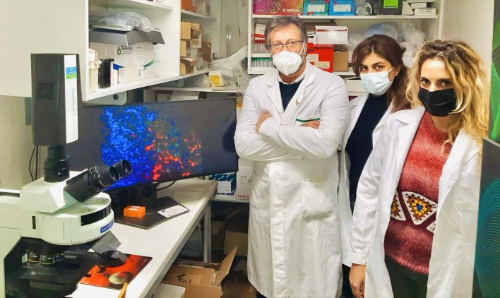 Il prof. Massimo Zollo e le ricercatrici Fatemeh Asadzadeh e Veronica Ferrucci (foto: Federico II)