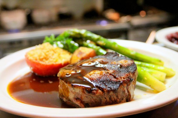 asparagus grilled beef steak