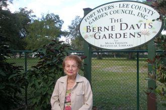 Berne Davis Honorary Service Award