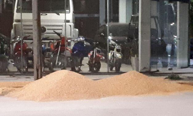 Derrame de cereal sobre RN158