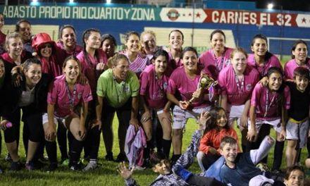 Equipo de fútbol municipal femenino campeón de la Copa de Plata
