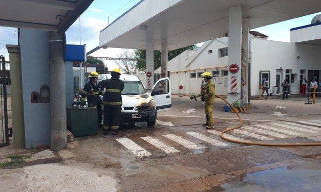Incendio de un utilitario en la planta de GNC de General Cabrera