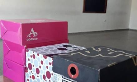 La Vecinal de Barrio Argentino entrega zapatillas para el inicio de clases