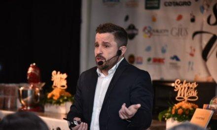 El economista Martín Tetaz en la inauguración de la muestra Sabores del Maní