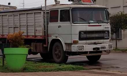 Por inconvenientes administrativos le secuestraron su camión
