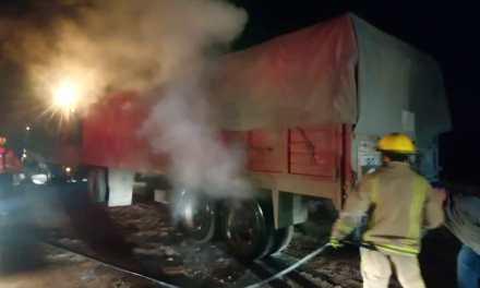 Principio de incendio en un camión de Cabrera