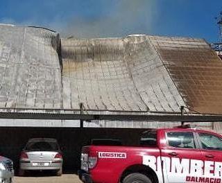 Ticino: 10 dotaciones de Bomberos, entre ellos de Cabrera, trabajan para sofocar un incendio