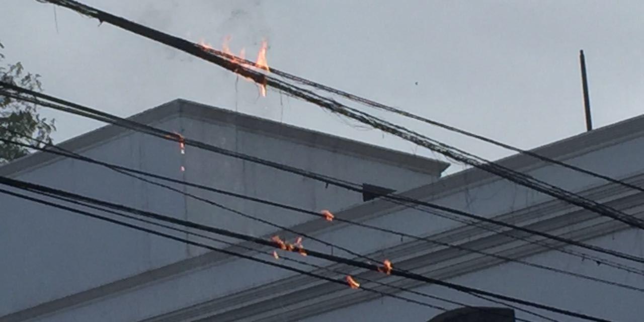 Vecinos de calle La Rioja y 20 de Septiembre sin servicio de internet por un incendio en los cables