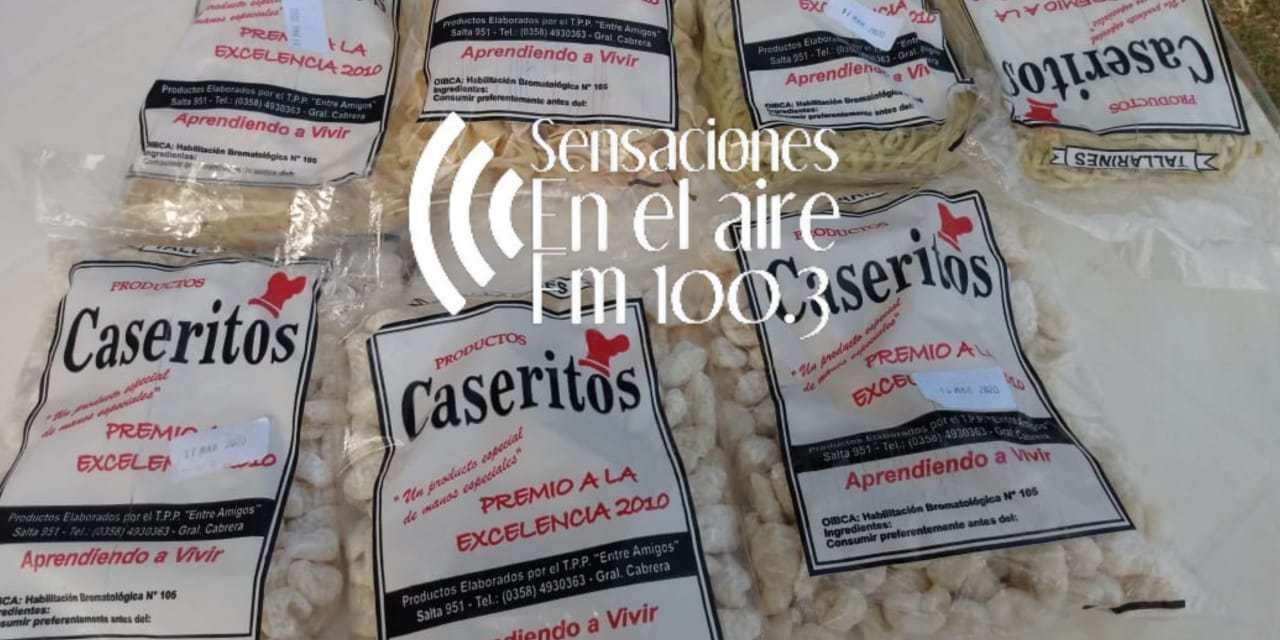 Aprendiendo a Vivir: Otro viernes en la plaza ofreciendo sus productos «Caseritos»