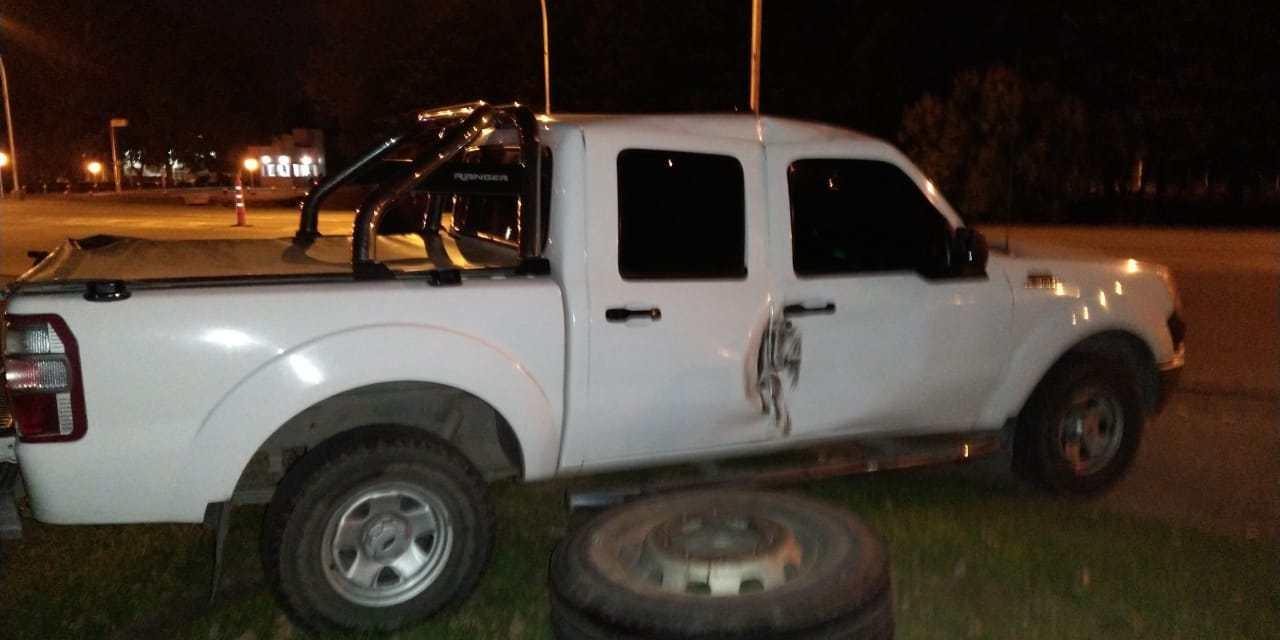 DEHEZA: Se le desprendió una rueda del eje delantero del acoplado e impactó contra el móvil  de Policía Federal