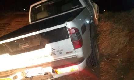 Encontraron un vehículo  sobre un bordo de tierra con indicios de accidente