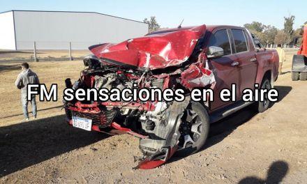 Carnerillo: Camioneta pierde el control e impacta contra un camión estacionado